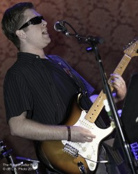 Roberti performs at Saint Rocke Nov. 22, 2014 by dB LA Photo