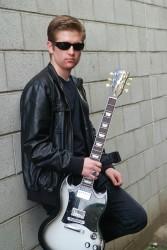 Roberti - Lead Guitarist Kicking Back